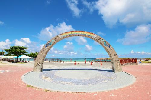 「トロピカルビーチ」bbqで沖縄の海を満喫しよう。夕日も絶景スポ!