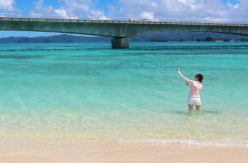 「古宇利ビーチ」マリンスポーツも楽しめる離島の海!