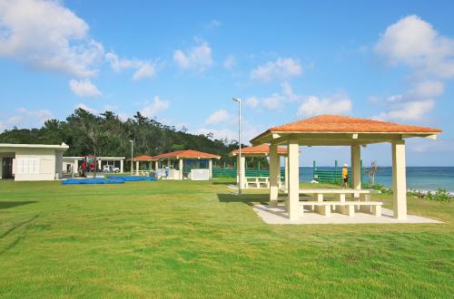 「福地川海浜公園」バーベキューのできるファミリー向けビーチ!