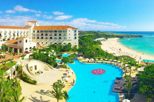 「ホテル日航アリビラ」透明度の高い素敵なビーチ!プールもあるよ!