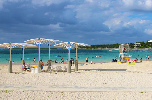 海洋博公園「エメラルドビーチ」は透明度の高い素敵なビーチ!