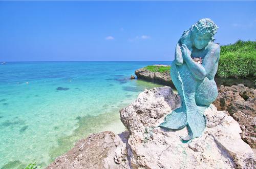 「ムーンビーチ」ハワイアンな大人の雰囲気!プールの先は青い海!