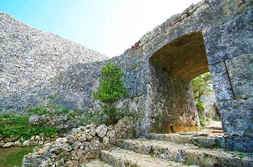 世界遺産「中城城跡」は城の主が自害した古城。その歴史に迫る