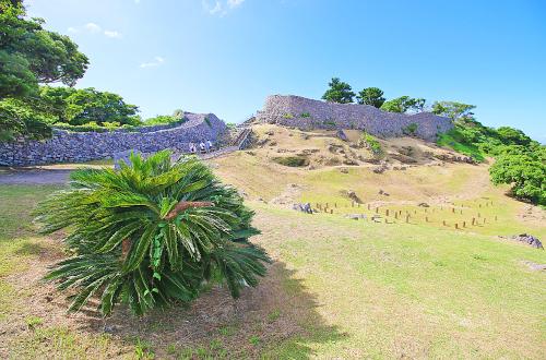 世界遺産「今帰仁城跡」は北山王の古城。立派な石垣が歴史を見せる