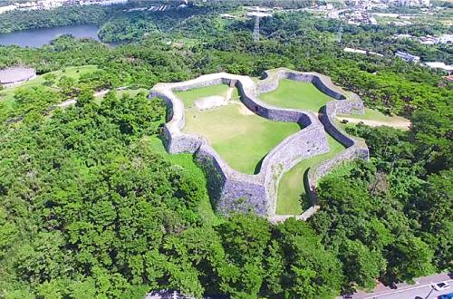 世界遺産「座喜味城跡」は残党を見張る為に築かれた仮城跡