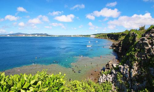 真栄田岬といえば青の洞窟!ダイビング&シュノーケルも楽しめる!