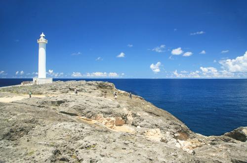 残波岬は白い灯台が目印。地上31mから望む景色はどうなってるの?