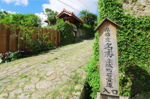 「首里金城町石畳道」古き良き沖縄の風景。アクセスはここ!