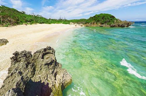 「ピース浜」横長のザ・自然ビーチは訪れる人も少ない穴場スポット!