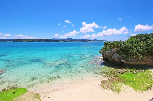 「チグヌ浜」沖縄らしい海景色が心に入る癒しスポット!