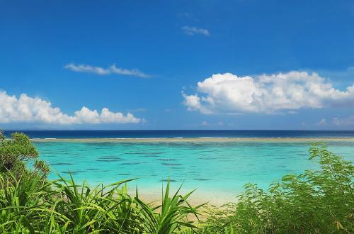 「長浜ビーチ」天然100%の海はワイルドで開放的!これぞ沖縄!