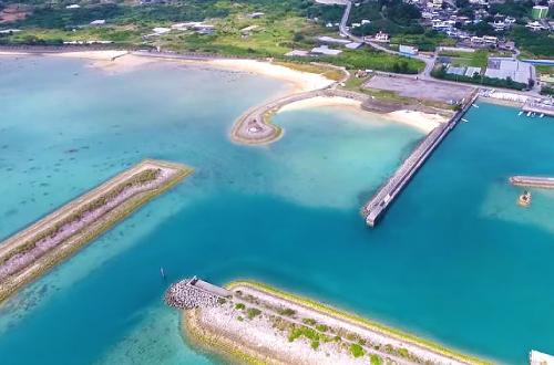 「志喜屋ビーチ」夏は海水浴とBBQだ!ファミリーで沖縄を満喫!
