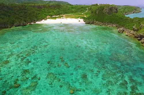 「ウクン浜」宮城島にある天然の海!お魚さんにも出会える!