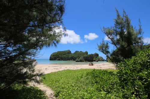 「シルミチュービーチ」巨岩がゴロゴロ手付かずの自然ビーチ!
