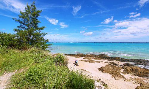 「シーグラスビーチ」沖縄の海には見えない外人さんだらけのスポット