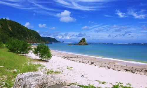 「嘉陽ビーチ」個人キャンプもOK。水色が素敵なロングビーチ!