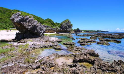 「ぐしちゃん浜」沖縄のお魚さんこんにちは。巨岩の世界を紹介するよ