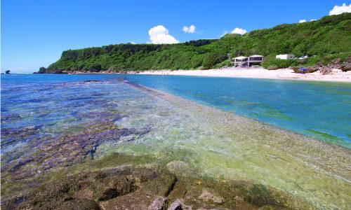 「玻名城ビーチ」シュノーケルが楽しめるお魚さんスポット!