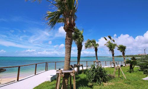 「谷茶前の浜の碑 公園」歌碑の前は沖縄の青い海が広がっていた!